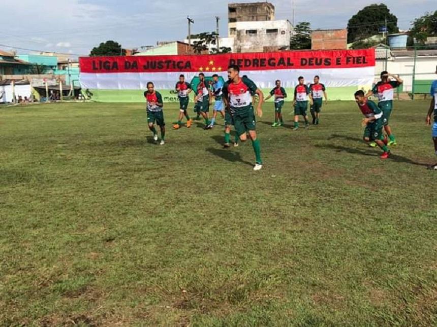 Liga vence em casa e abre boa vantagem sobre o Vitória na semifinal do  Peladão e633d3029941f