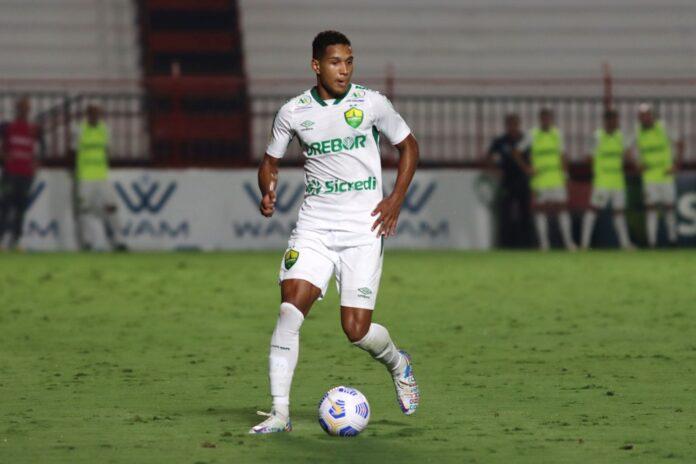 Joao Lucas lidera ações defensivas Cuiaba